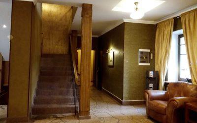 """Холл для посетителей филиал Лисий нос, пансионат для пожилых людей """"Домашний Уют"""", 1 этаж"""