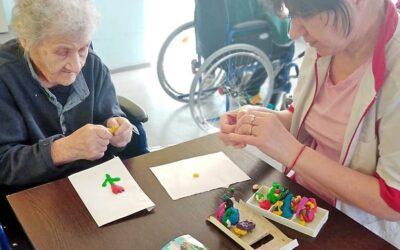 Пластилинография для больных с деменцией в пансионате Домашний Уют в СПб