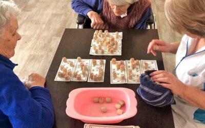 Развивающие логические игры для больных деменцией в пансионате Домашний Уют