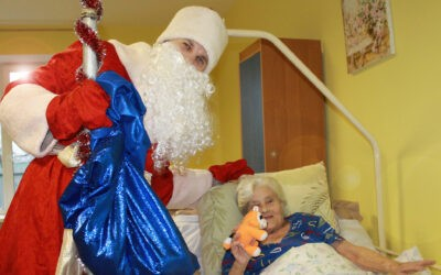 Новый год для лежачих пожилых людей в пансионате Домашний Уют в Санкт-Петербурге