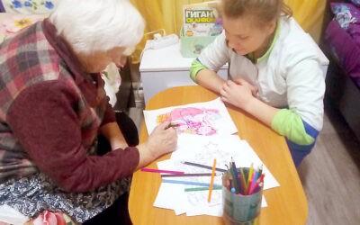Арт-терапия для лежачих пожилых людей в пансионате Домашний Уют в Санкт-Петербурге